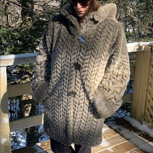 📌 Gorgeous Faux Fur Coat with Hood